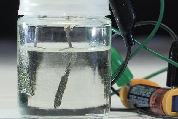 The Stanford University water splitter could save hydrogen producers billions of dollars (Photo: Mark Shwartz)