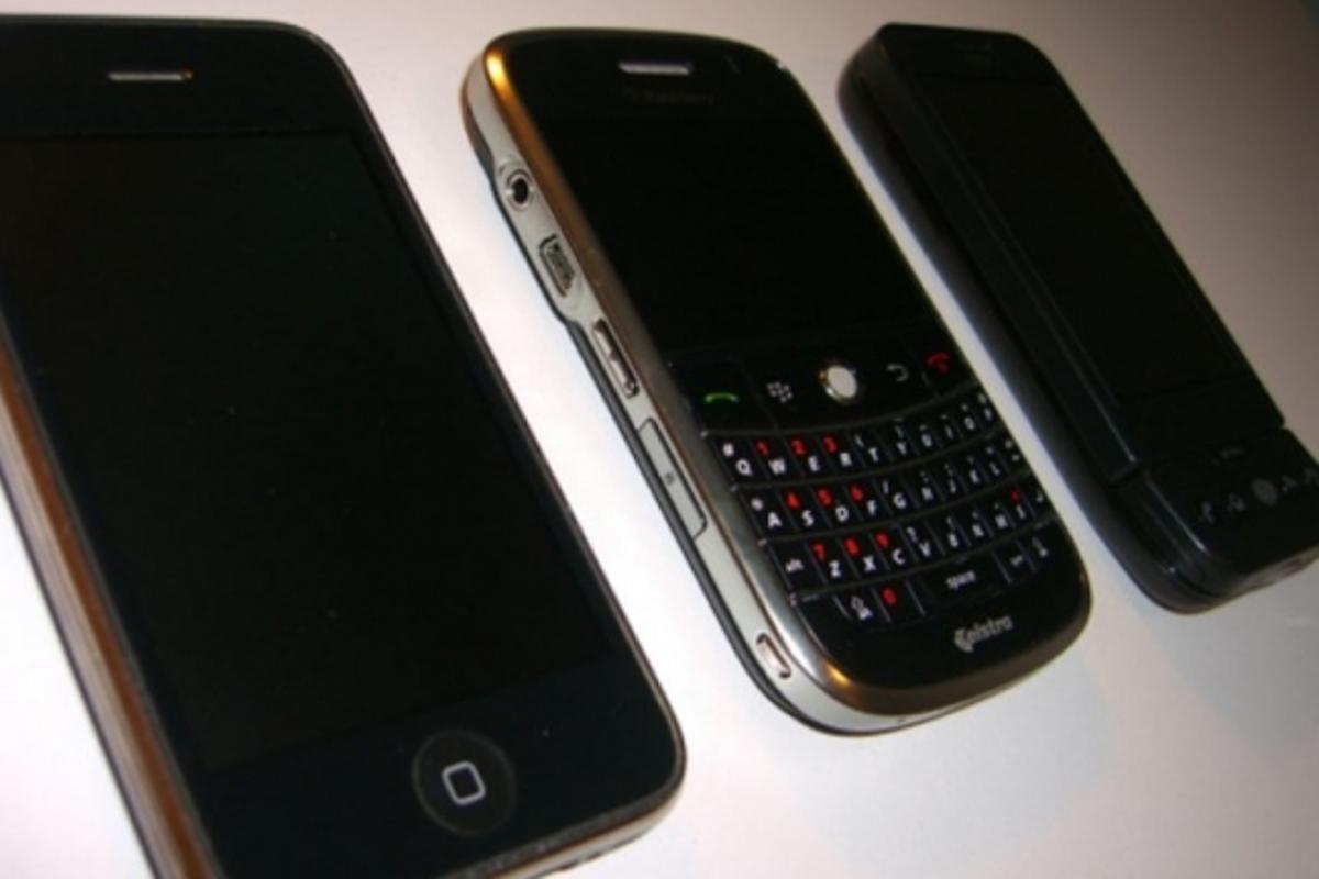 HTC Dream vs BlackBerry Bold vs iPhone 3G