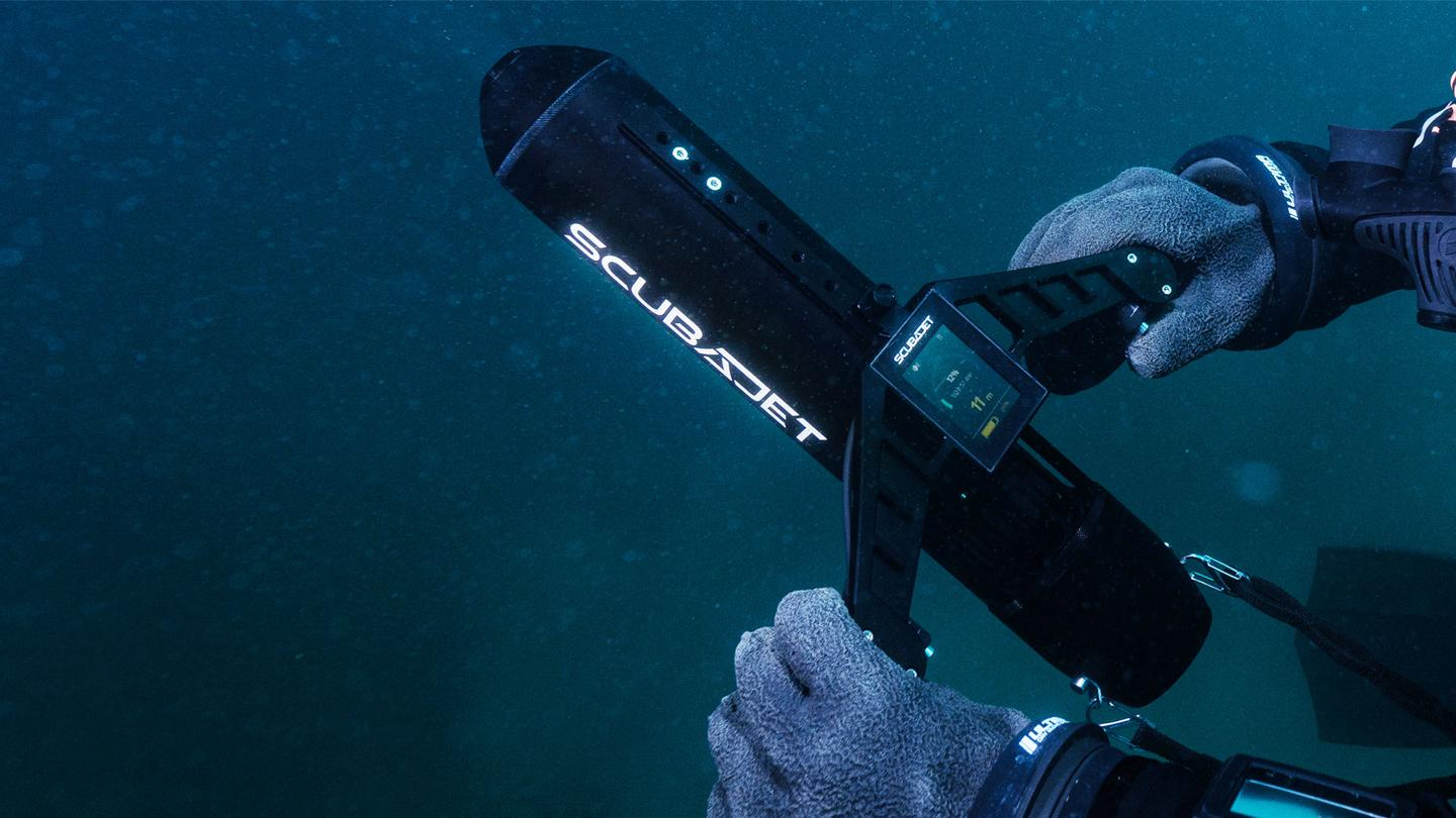 The Scubajet Pro, with its Dive Controller PRO Dual Hand