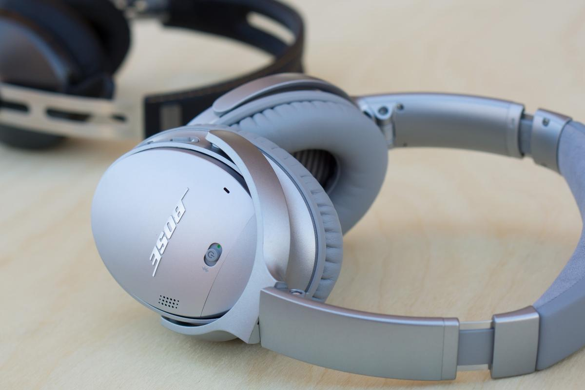 Our early impressions of the Bose QuietComfort 35 are very positive – even next to the leading Sennheiser Momentum wireless