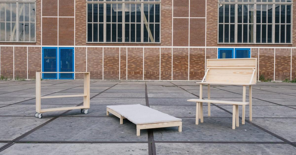 Dutch foldable furniture assembles in 10 minutes