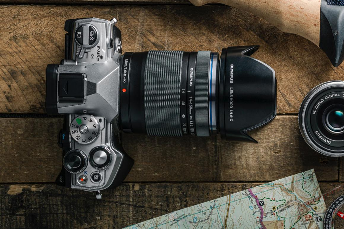 There's 121-point phase detection and 121-point contrast autofocus, and Eye Detection AF is included