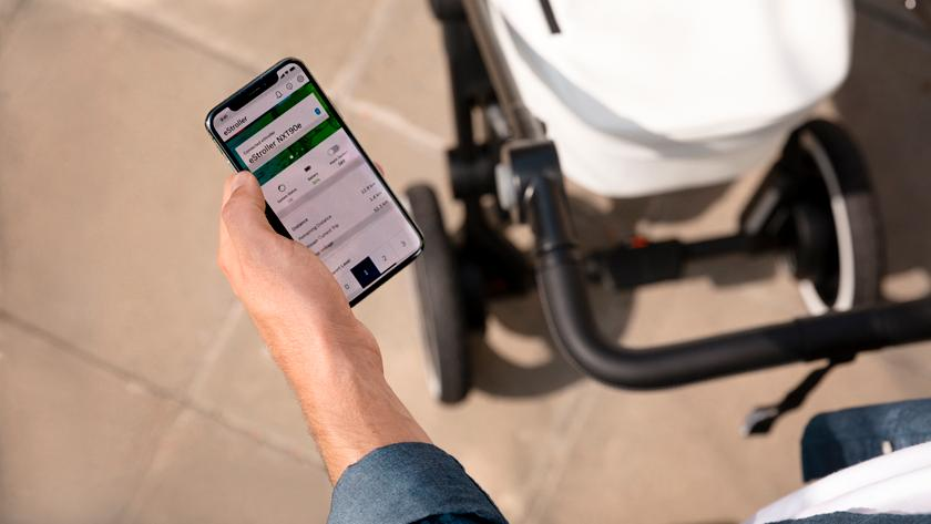 A companion app allows parents to dive into power settings, system status and set the e-stroller's alarm