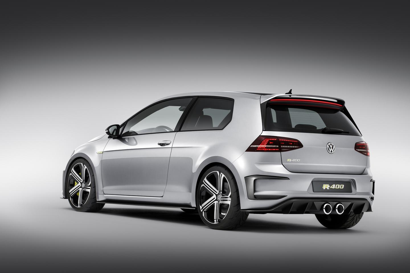Using a 6-speed DSG gearbox, the Golf R 400 can reportedly hit 100 km/h (62 mph) in only 3.9 seconds, making it an entire second faster to the mark than the standard Golf R