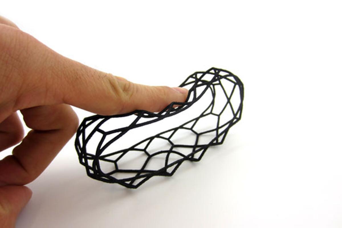A bracelet made using i.materialise's flexible Rubber-like material