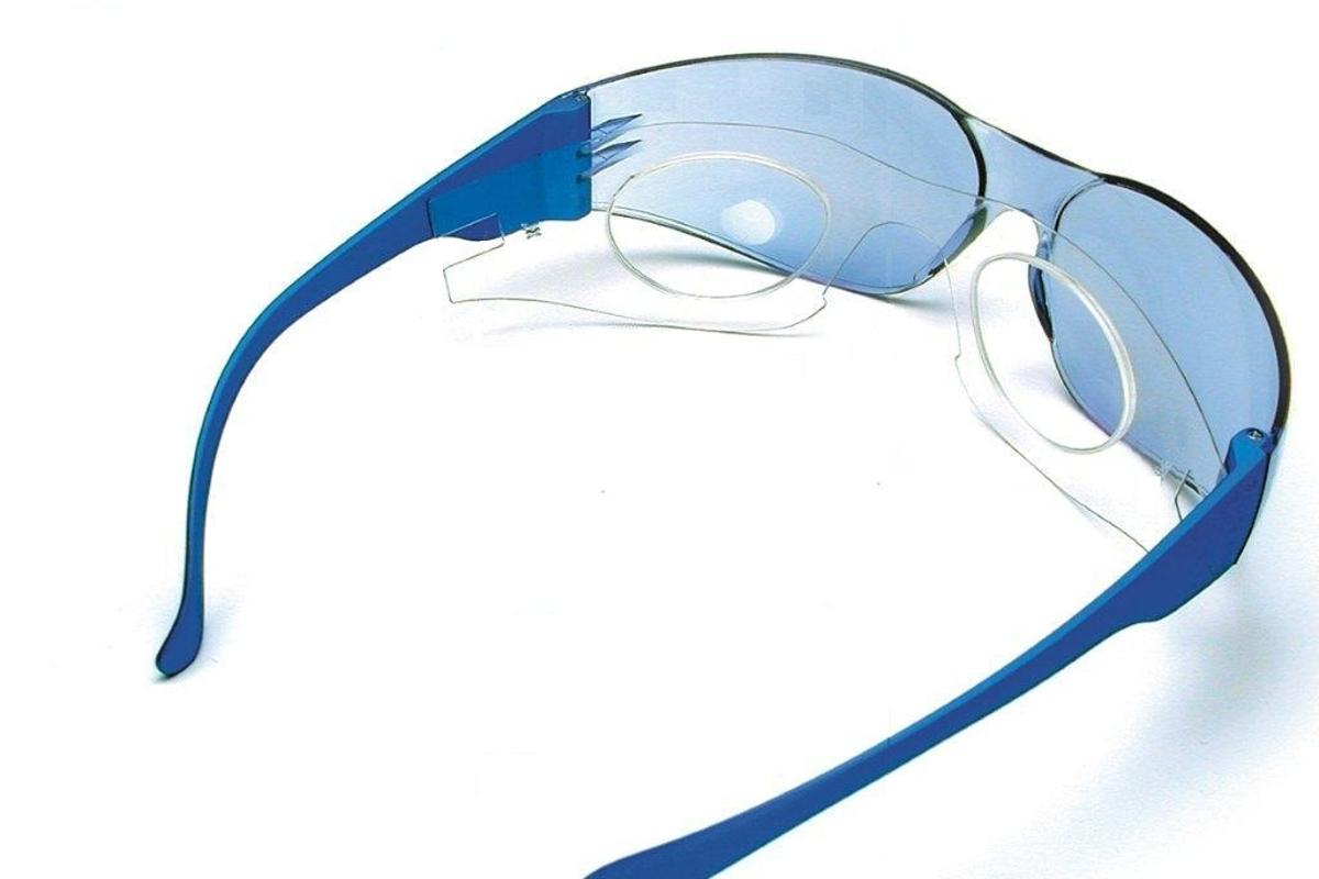 The IC Safety System consists of outer protective glasses, and an inner foil that incorporates prescription lenses (Photo: New Eye Company)