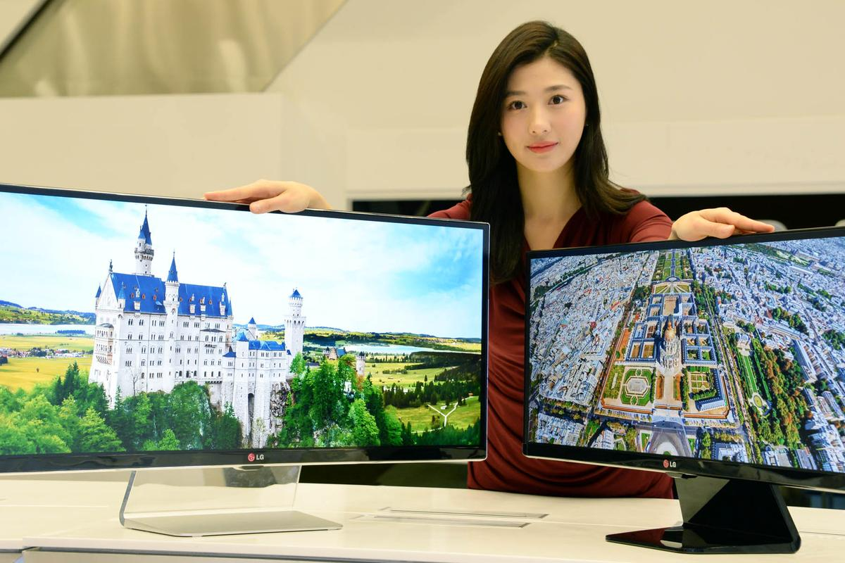 LG's 34-inch UM95 and 29-inch UM65 UltraWide monitors that will be launched at CES 2014
