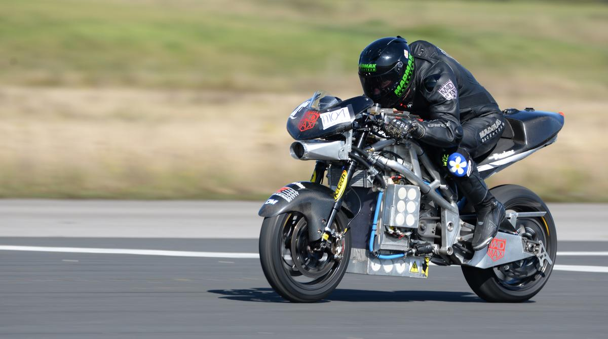 A new electric nakedbike land speed record for British rider Zef Eisenberg