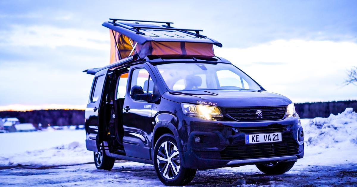 Inventive mini-camper van seats five, becomes a cozy tiny lounge