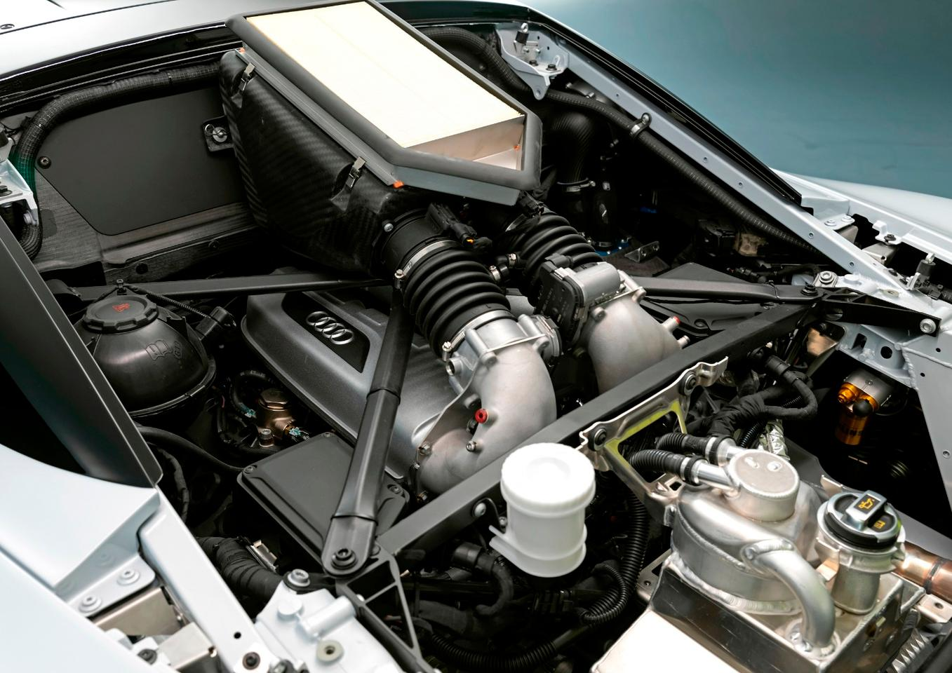Naturally aspirated 640-horsepower V10 engine
