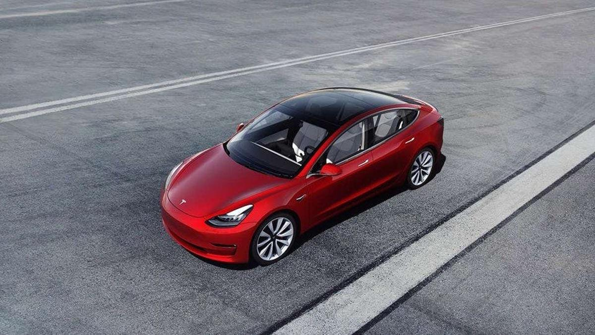 Tesla has today introduced a Standard Range Model 3, which will cover 220 mi (354 km) on each charge