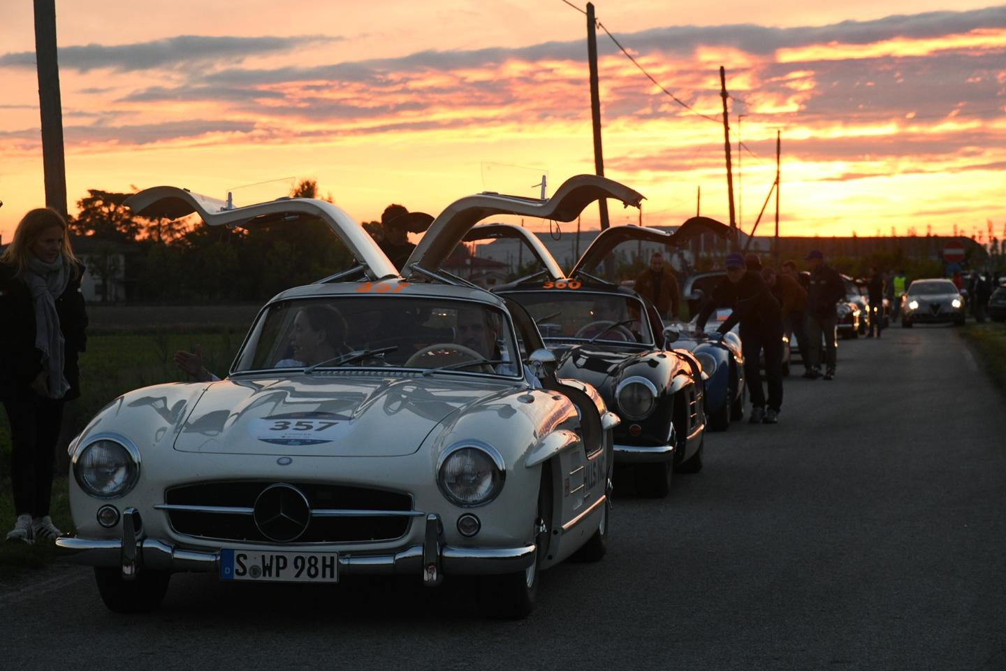 Who invited the Gullwing guys? Always showing off!