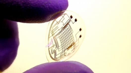 Electronic contact lenses - the point-and-shoot camera of the future?