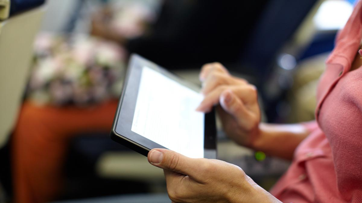 "Passengers on European airlines will be able to use mobile electronic devices ""gate-to-gate"" (Photo: Shutterstock)"