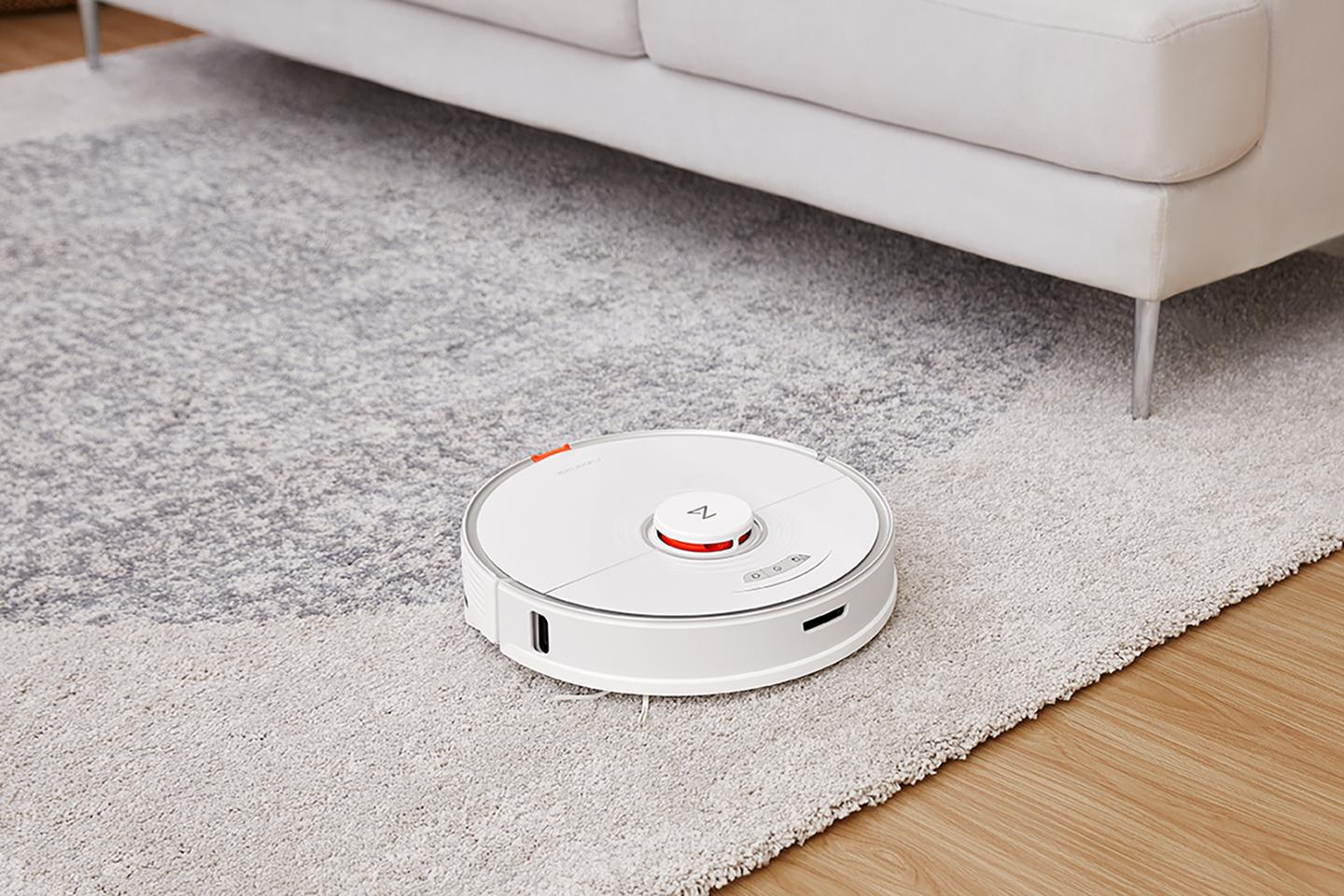 The Roborock S7 can vacuum and mop on the same cleaning cycle