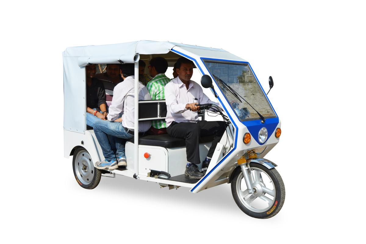 Terra Motors' new R6 electric rickshaw can carry six people for up to 100 kilometers on a full charge with a top speed of 30 km/h