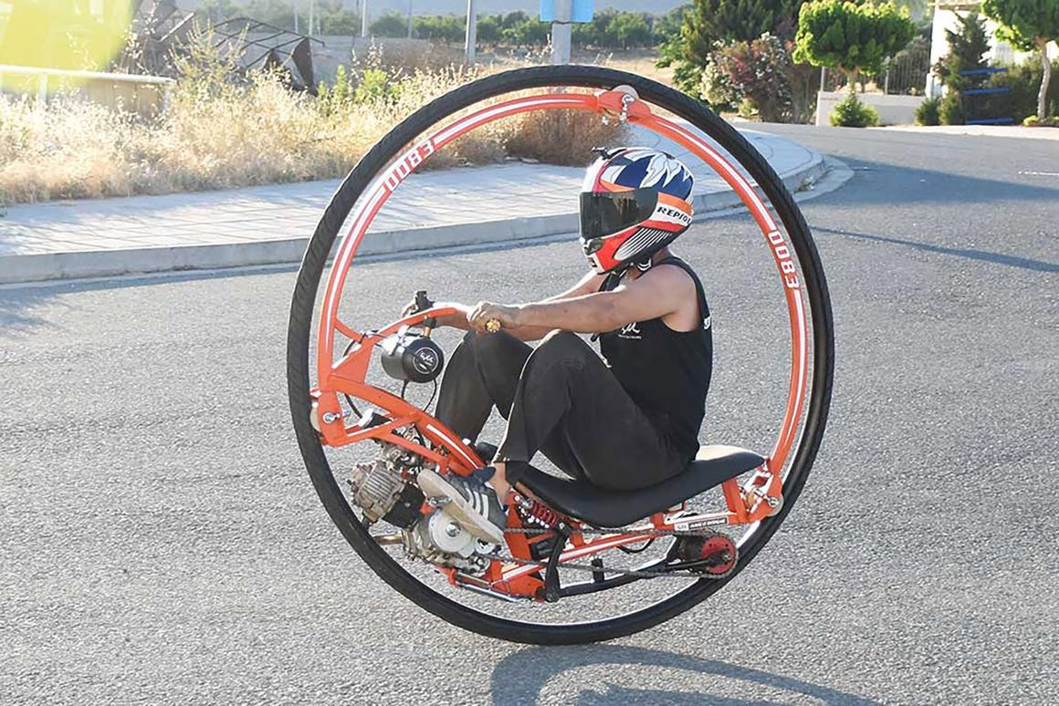 The Make it Extreme team show how tobuild this funky monowheel from scratch