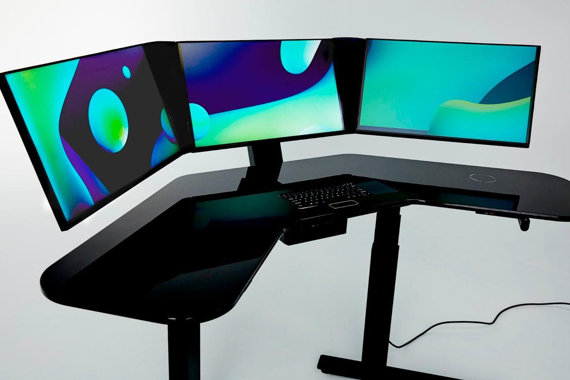 Cemtrex's SmartDesksports three 24-inch multi-touch/gesture controlled screens