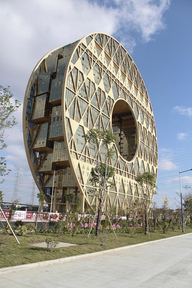 Based in Guangzhou, China, the Guangzhou Circle Mansion looks like something you'd expect to find in Homer Simpson's lunchbox (Photo: Joseph di Pasquale architect)