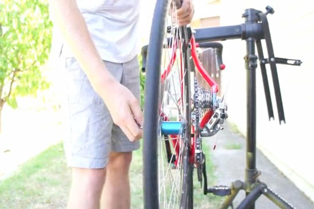 The HubDock allows cyclists to remove a bicycle's rear wheel without touching the chain or derailleur