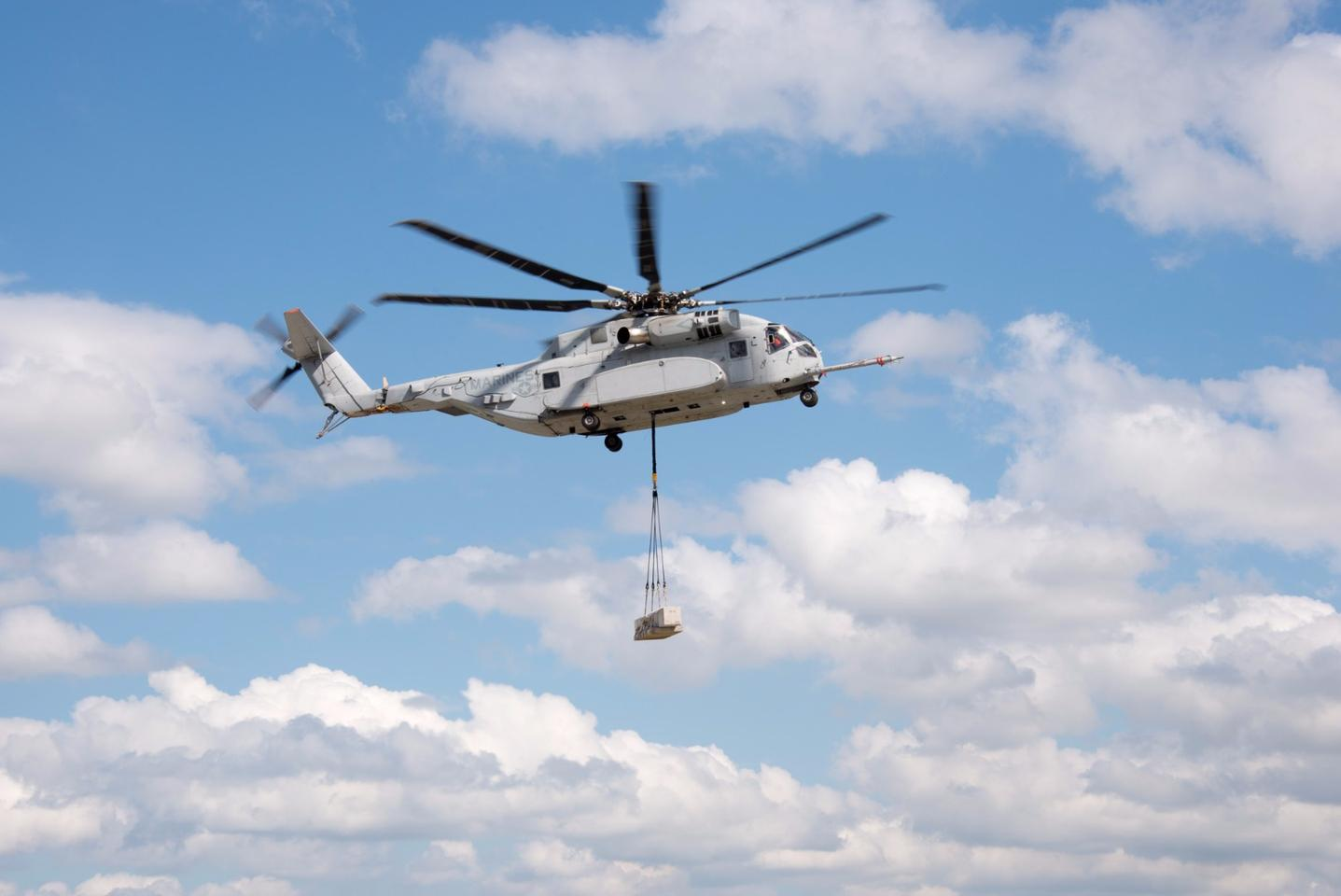 The US Marine Corps' biggest helicopter, the CH-53K King Stallion, has lifted its first 20,000 lb load in tests