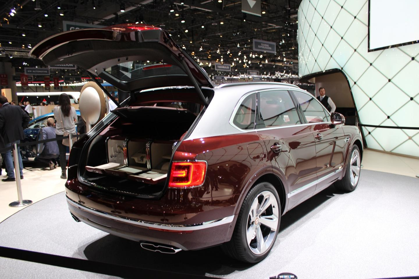 There's no word yet on pricing, but Bentley does say the Bentayga Hybrid will become available to order in selected markets in the second half of 2018