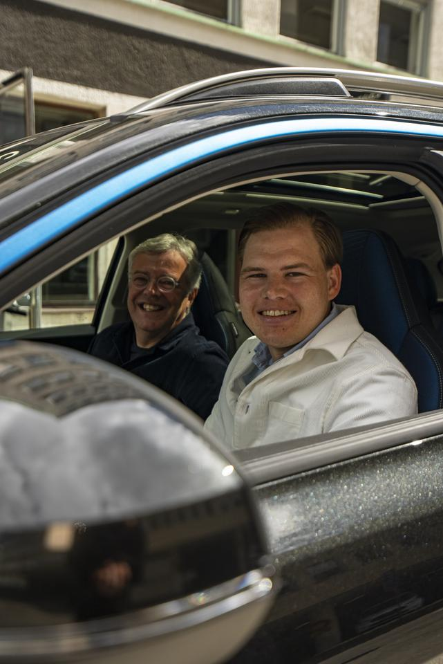 Member Jakob Werner (right) with Lynk & Co CEO Alain Visser (left), and one of the first 01 SUVs
