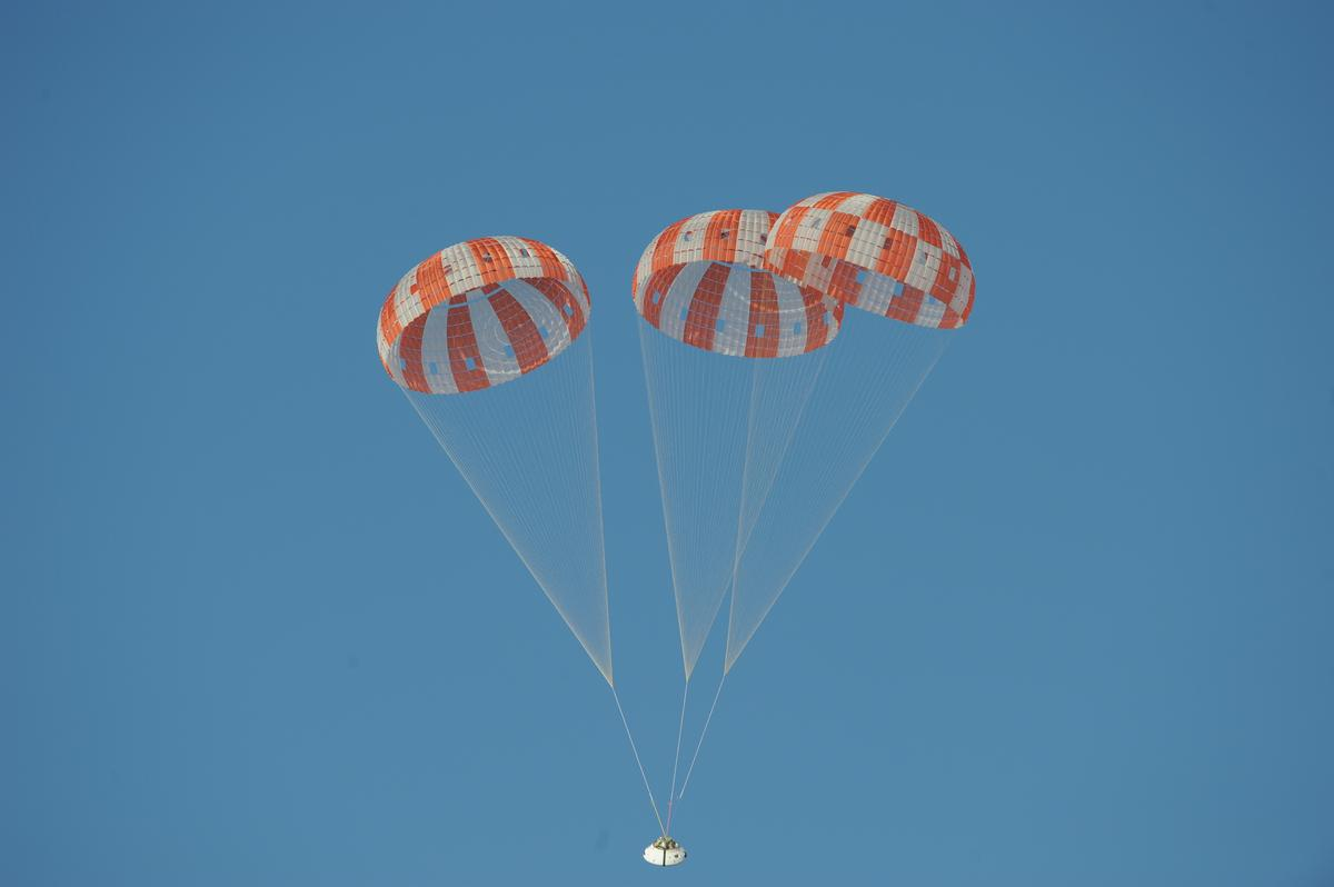 A mock Orion spacecraft falls to Earth under three fully deployed main parachutes (Photo: NASA)