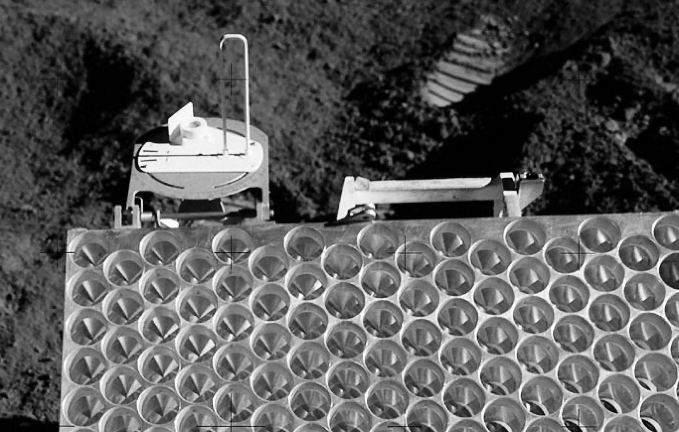 The lunar retroreflector left behind by Apollo 15 (Photo: NASA)