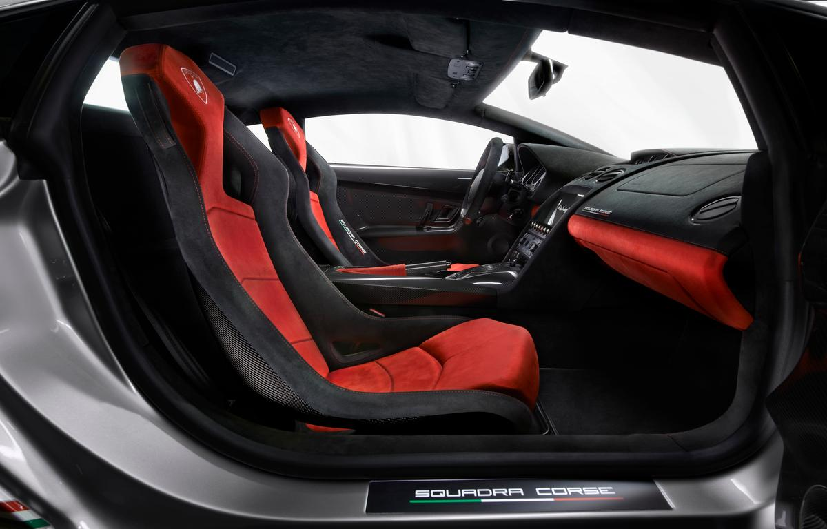 Door panels, racing seats, center console cover and other components are made of carbon fiber, while Alcantara works to soften the mood