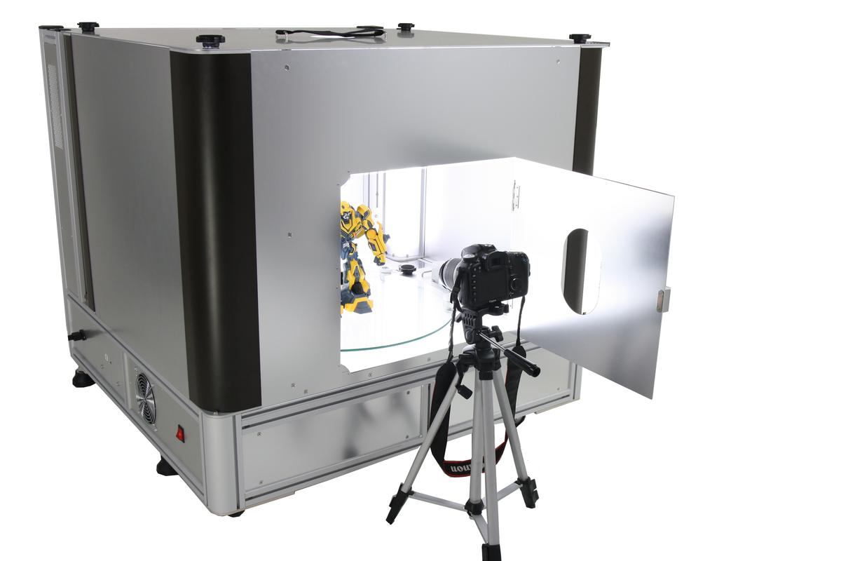 Ortery Technologies has released what is described as the world's first desktop photo studio to take product shots or create 360 degree animations with a pure white background
