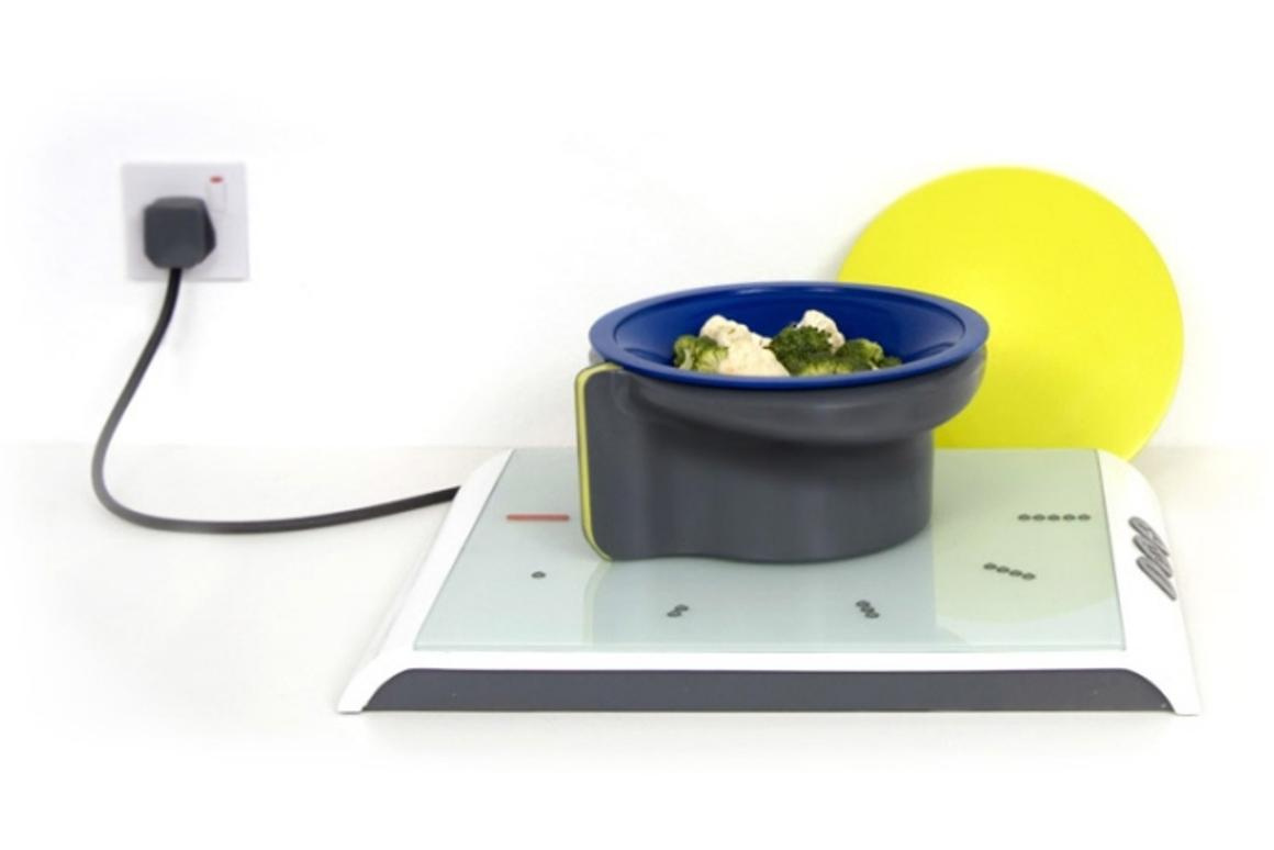 Touch&Turn cooking system remains cool to the touch and has a user-friendly control panel