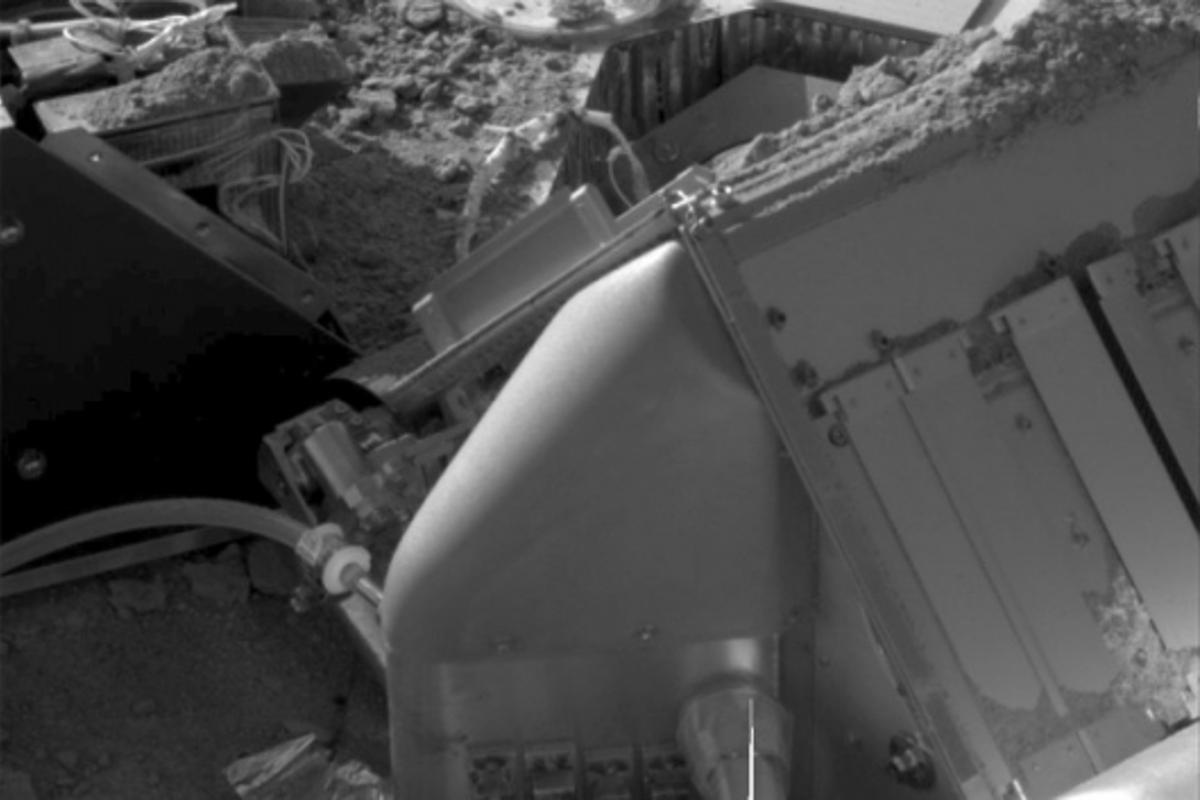 Image taken by the Surface Stereo Imager of NASA's Phoenix Lander, shows Martian soil piled on top of the spacecraft's deck and some of its instruments.Image credit: NASA/JPL-Caltech/University of Arizona/Max Planck Institute -
