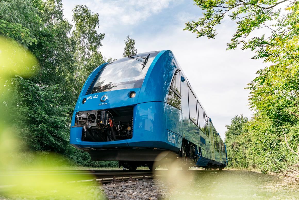 The hydrogen fuel cell-powered Coradia iLint on the move