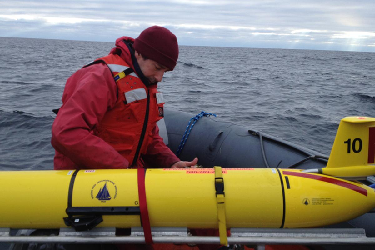 Chief scientist Mark Baumgartner secures a glider (with its wings removed) after it was recovered from its three-week whale-detecting mission (Photo: Nadine Lysiak, Woods Hole Oceanographic Institution)
