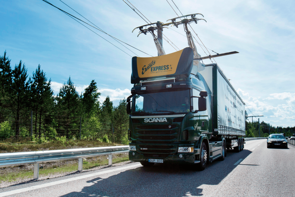 The trial will see two diesel hybrid trucks shuttle along the electric highway and use a pantograph mechanism to connect with the overhead wires