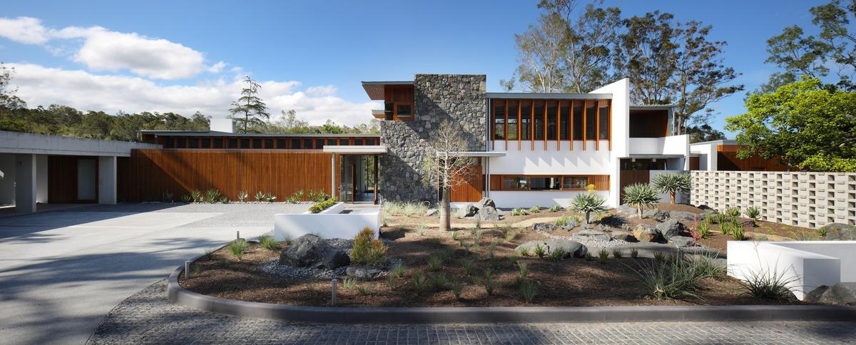 The property is styled after the iconic Californian Kaufmann Desert House, by late Australian architect Richard Neutra (Photo: Scott Burrows)