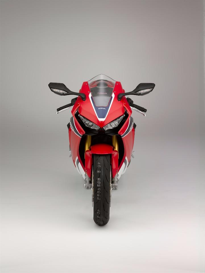 The 2017 Honda CBR1000RRFireblade SP sports completely redesigned, moreangular costumes
