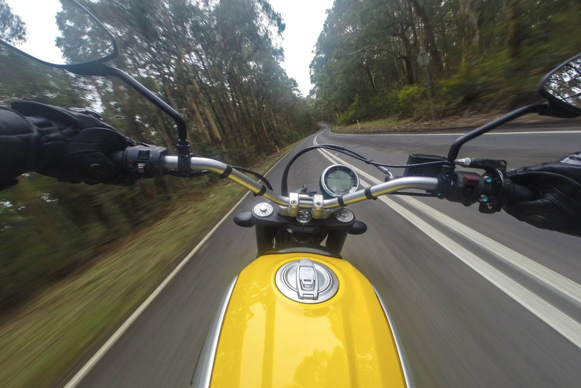 The 2015 Ducati Scrambler's speedometer gets strangely blurry in the sweepers
