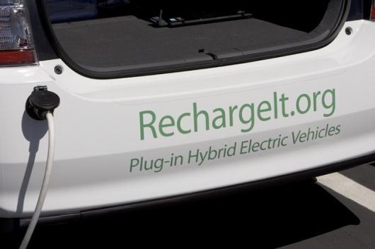 Google's small fleet of plug-in hybrid cars is now testing software which allows the cars to interface with the power grid