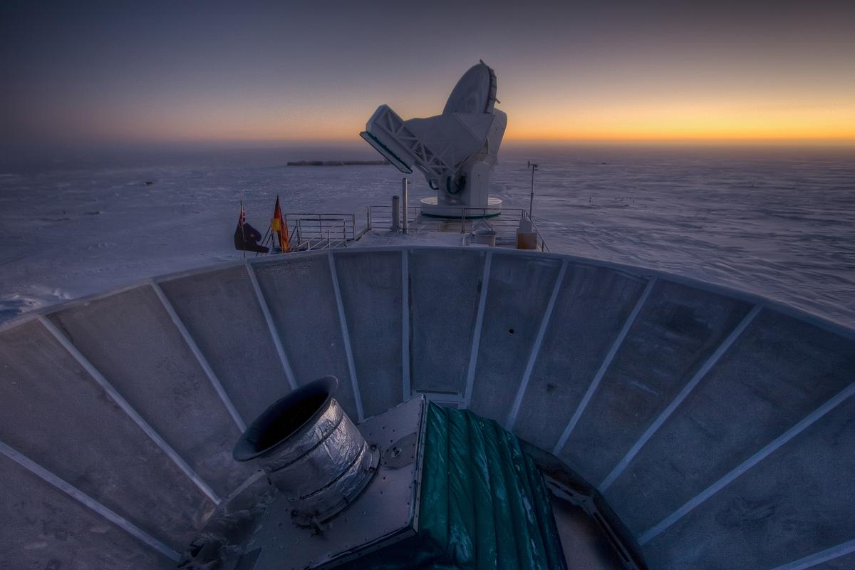The BICEP2 facility at the South Pole has discovered compelling evidence for quantized gravity and cosmic inflation (Photo: Steffen Richter / Harvard University)