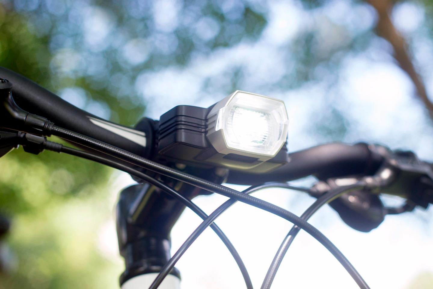 The Radius F1 utilizes an inertial measurement unit (which includes an accelerometer and gyroscope) to determine how fast the bike is going