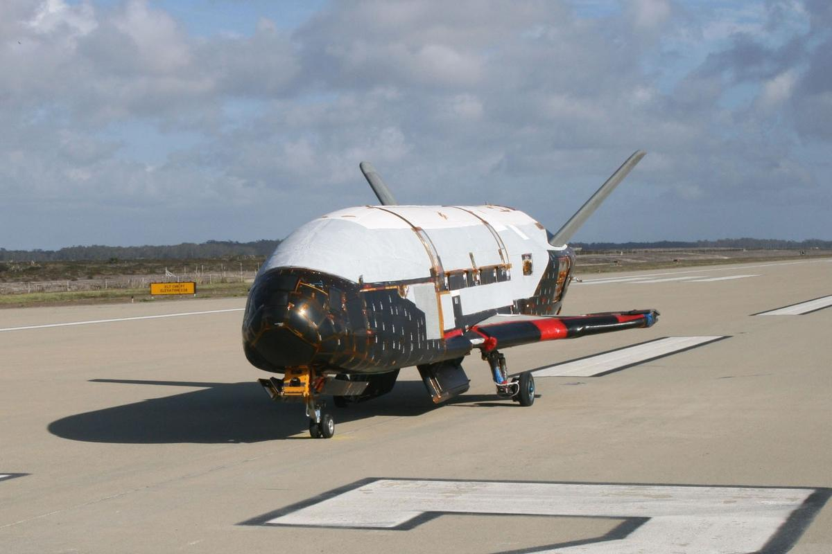 X-37B on runway at Vandenberg AFB (Image: USAF)