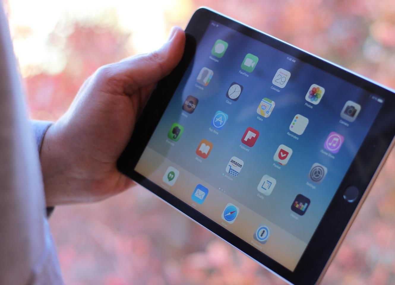 Like the two previous iPad minis, the Mini 3 has a 7.9-in screen (Photo: Will Shanklin/Gizmag.com)