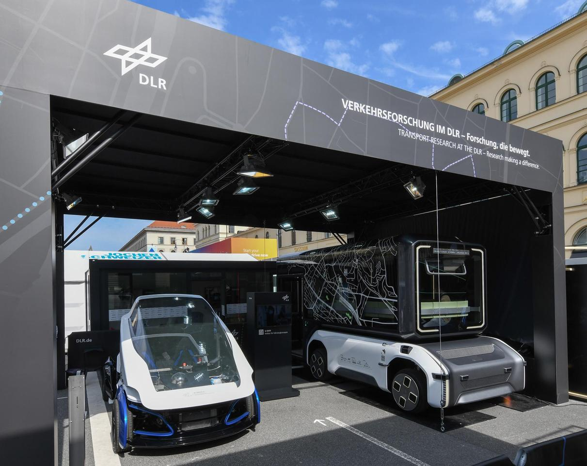 DLR shows the SLRV and U-Shift working prototypes at IAA Mobility 2021
