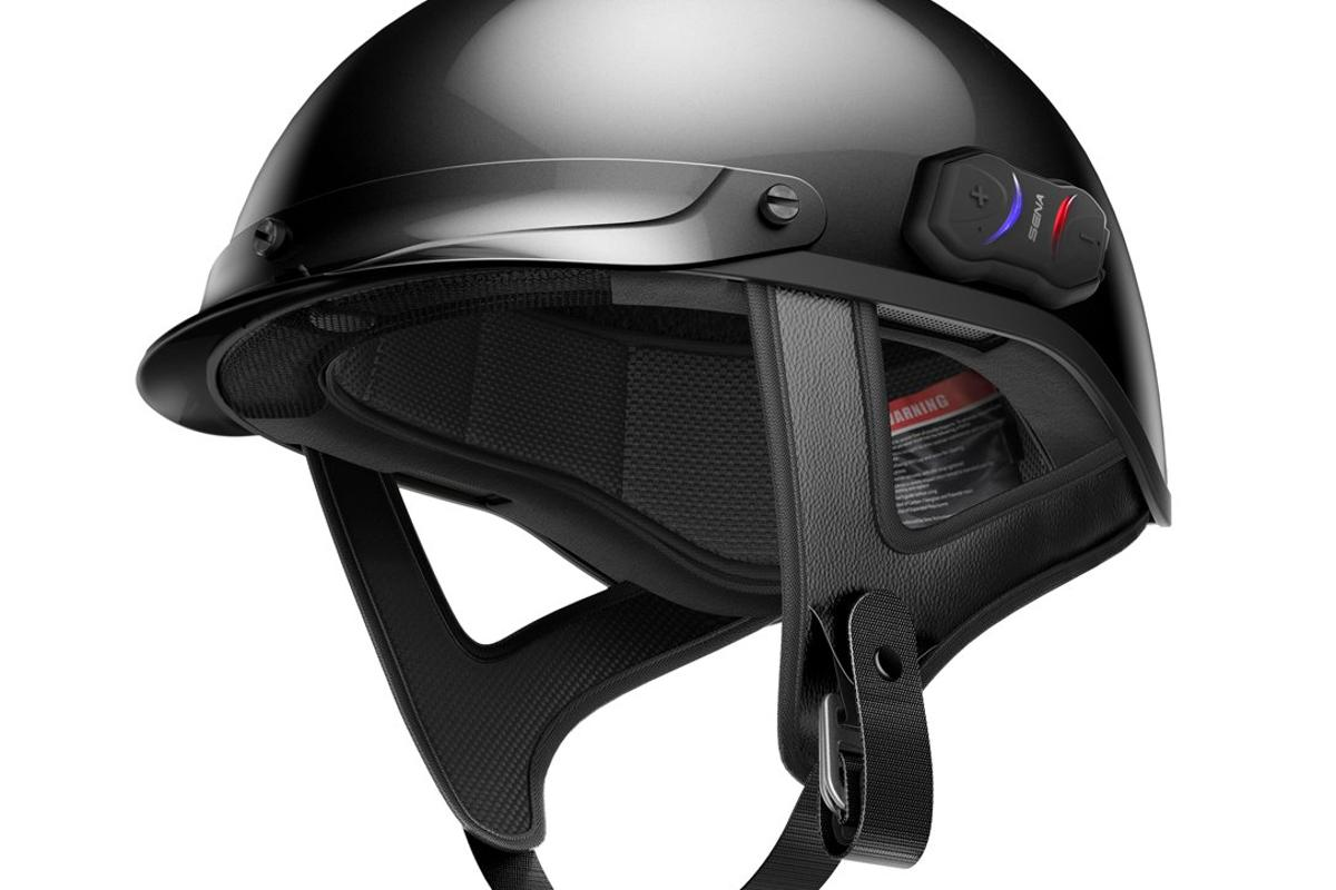 Sena incorporated a very discrete Bluetooth communication system in the Cavalry half-helmet