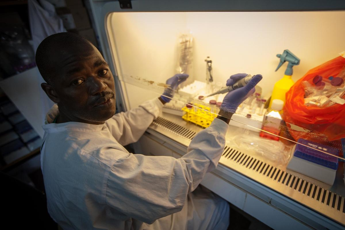 Mamadouba Conté, working in the Ebola lab at Donka Hospital