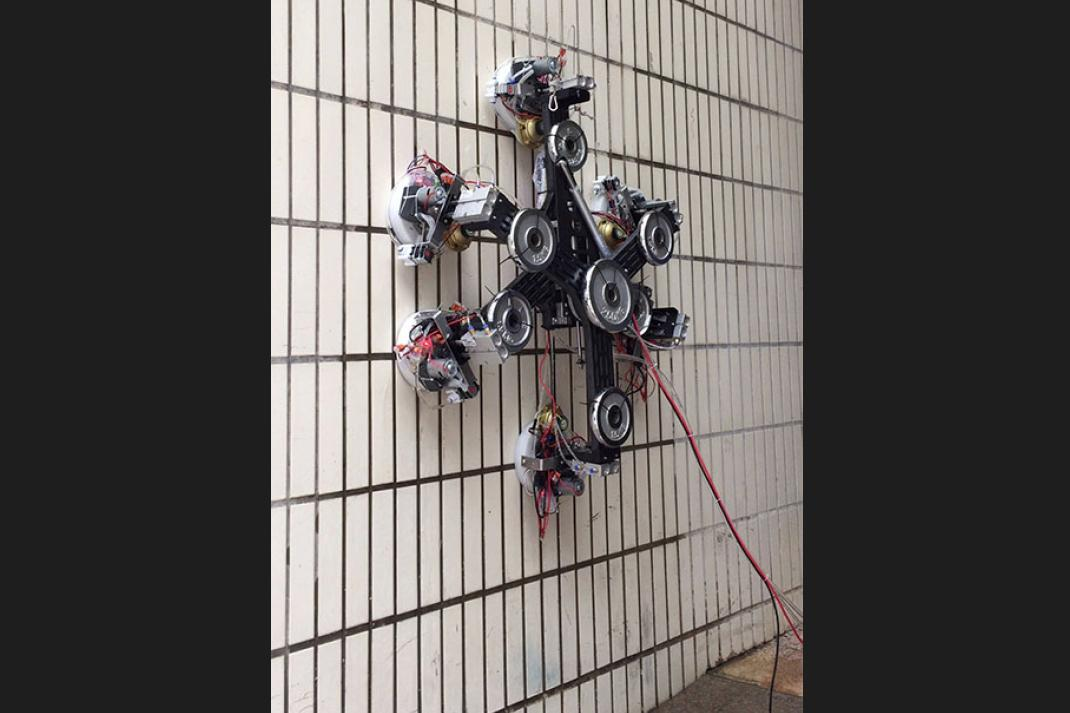 The ZPD-enabled wall-climbing robot