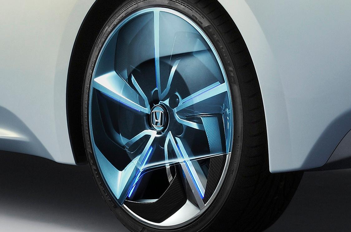 Honda obviously has something interesting in mind for the aerodynamic efficiency of the wheel cover on the AC-X