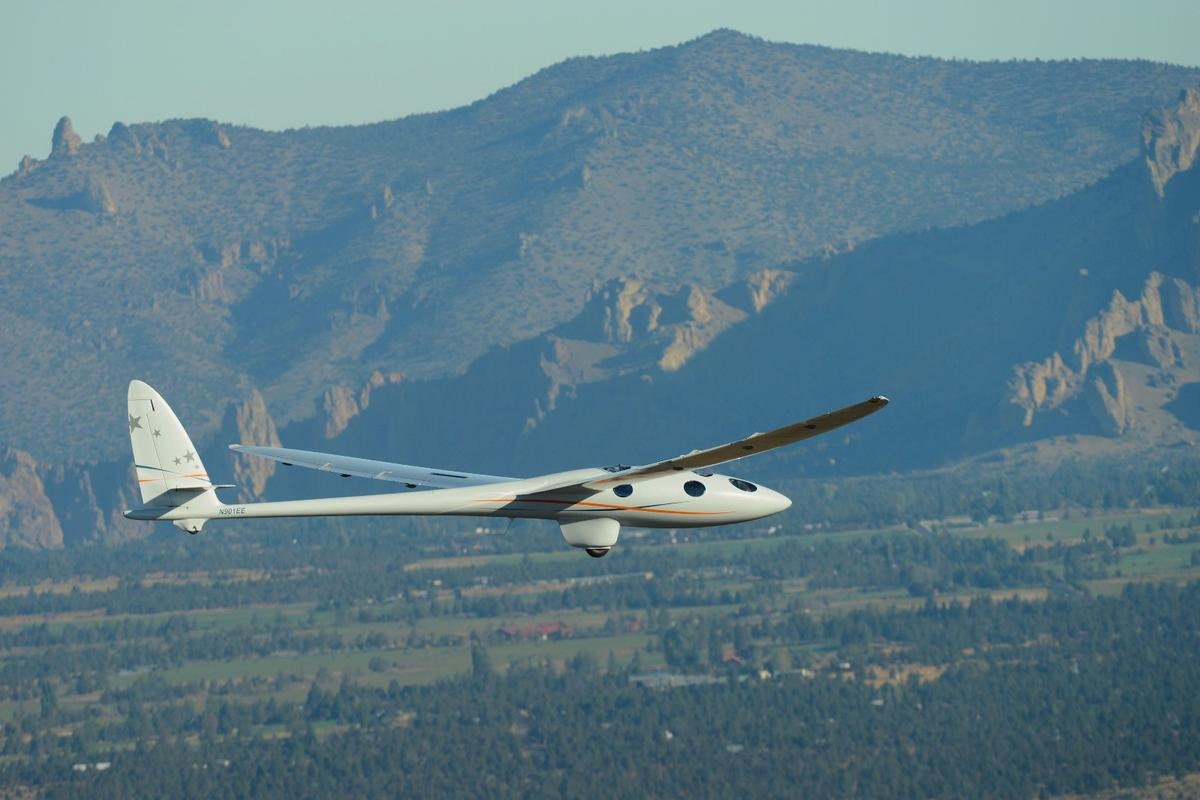 Perlan Mission II returns to earth after a successful maiden flight